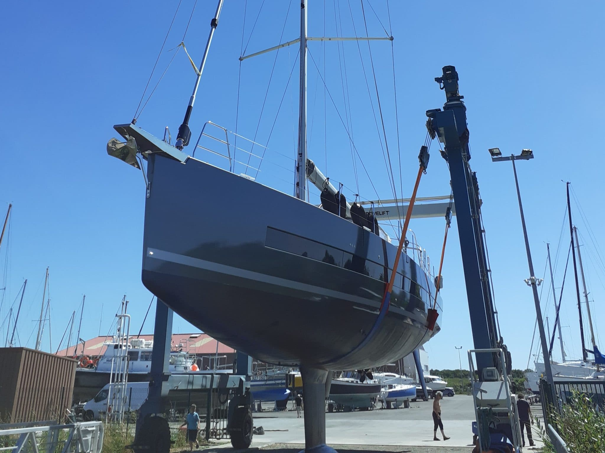Mise à l'eau de l'Océanis Yacht 62 «Fenice»